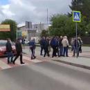 Под Львовом люди устроили акцию протеста, перекрыв дорогу