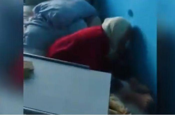 """""""Иди нах*р отсюда!"""" Измывательства над старушкой в больнице попали на камеру"""