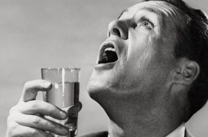 Почему летом болит горло: названы 5 главных причин