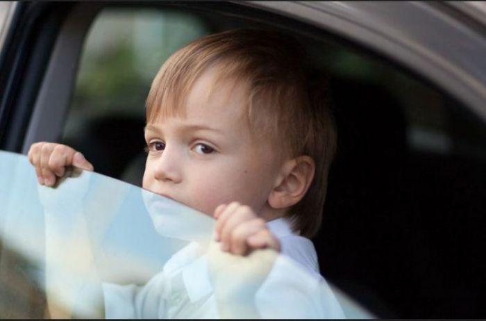 Не оставляйте детей! Выяснилось, как быстро нагревается авто на жаре