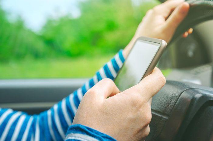 Названы самые вредные привычки неопытных водителей