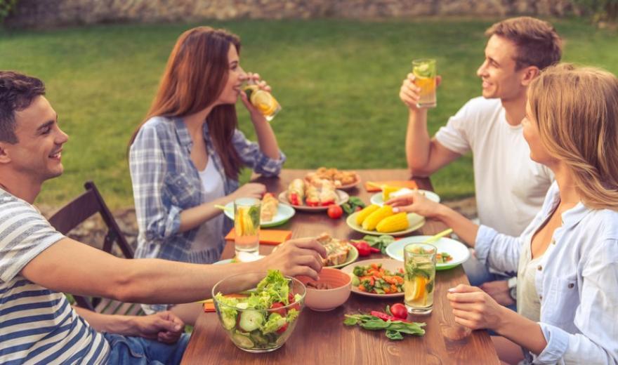 От чего лучше отказаться в жару: советы диетолога