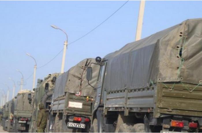 Россия тропами через поля перебросила военную технику в Луганск. ВИДЕО
