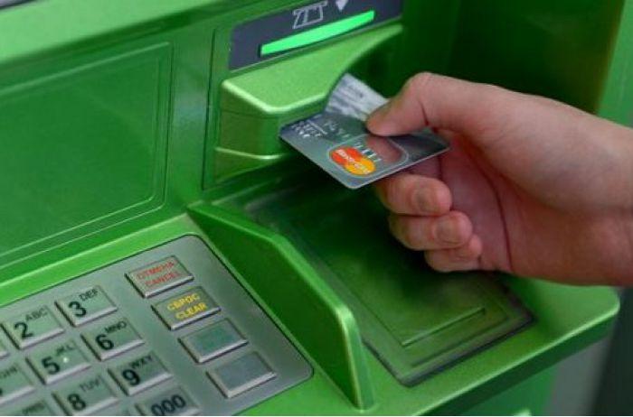 Банкомат отсчитывает, но не выдает деньги: активизировалась старая схема мошенников. ФОТО