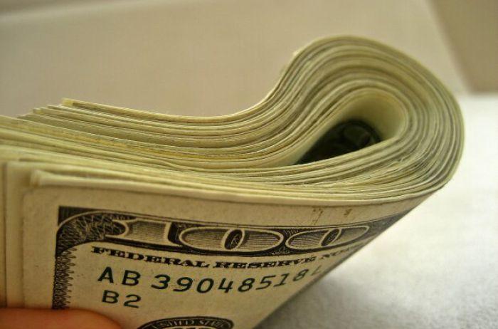 Доллар резко взметнулся вверх, а гривна сдает позиции