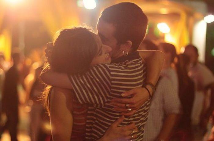 Почему женщины так любят обнимашки: ученые удивили причиной