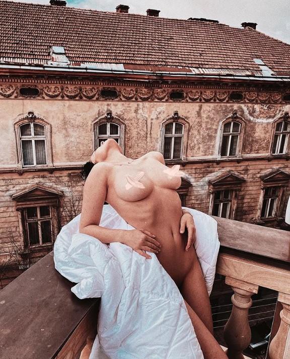 Осталась обнаженной: Астафьеву раздели прямо на балконе
