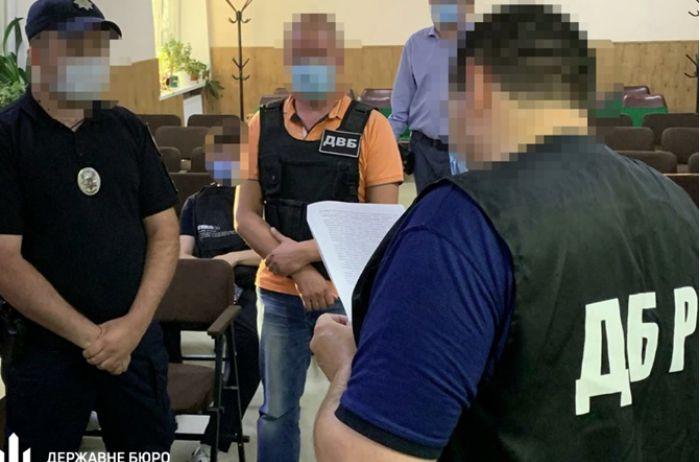 """В Харькове полицейский """"отличился"""" дракой в кафе. ВИДЕО"""