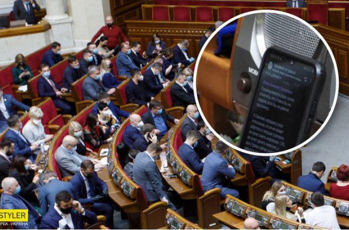 Нардепы пророчат украинцам доллар по 30: СМИ обнародовали переписку в Раде