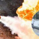 Спящий в машине ребенок чуть не сгорел заживо: ЧП на завравке в Киеве. ВИДЕО