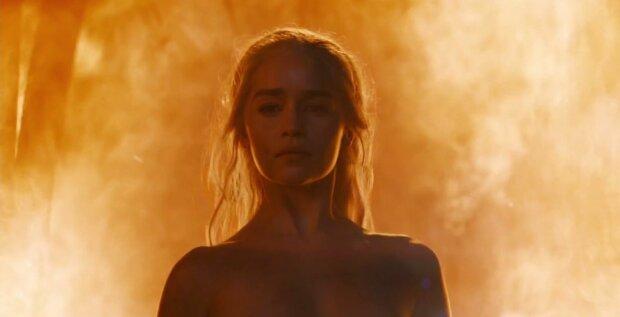 Точно не мать драконов: Эмилия Кларк обнажилась на экране