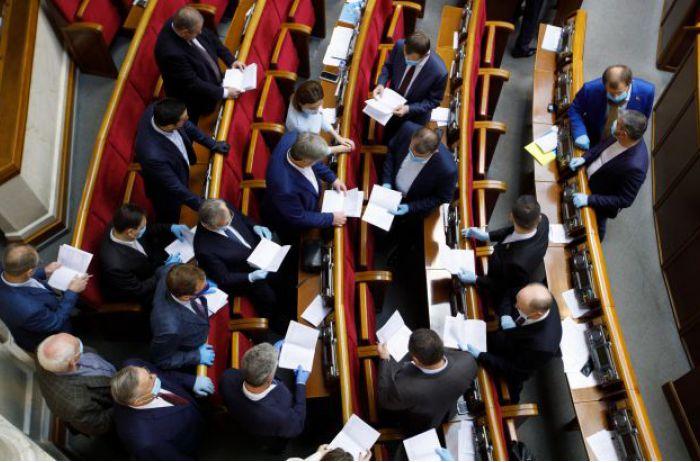 Состав изменился, а разницы никакой: опрос показал, как украинцы воспринимают парламент