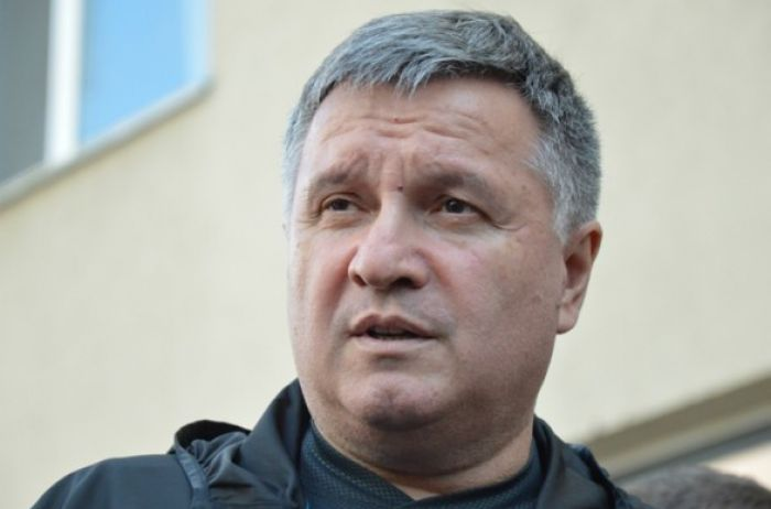 Аваков заявил, что в ближайшее время решит ситуацию с захватчиком в Луцке