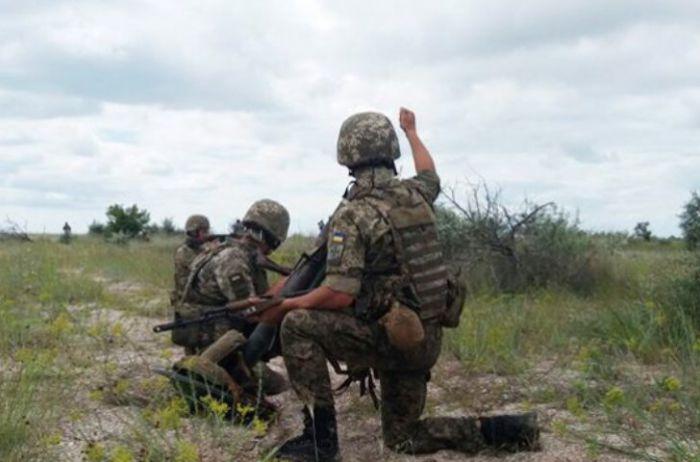 За прошедшие сутки на Донбассе четверо украинских военнослужащих получили ранения