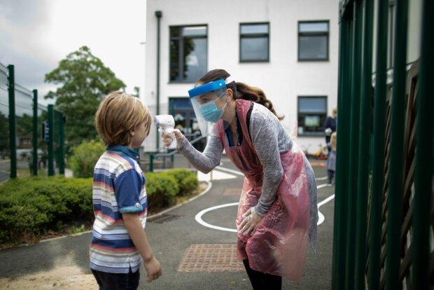 Нужно ли школьникам покупать маски за свои деньги: ответ МОН