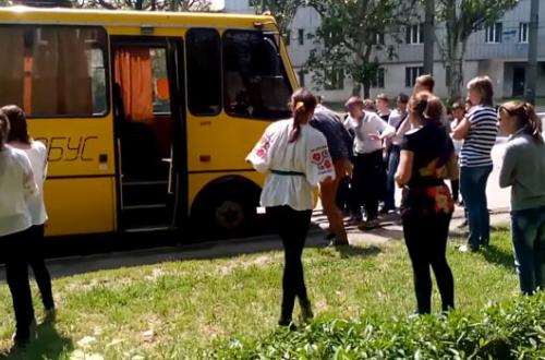 Обещания Зеленского оказались пустыми: украинских школьников массово забирают в армию