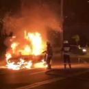 Загорелась во время движения: в Днепре пожар уничтожил сразу две легковушки