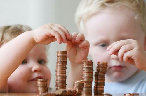 Кабмин принял решение отменить социальные выплаты на детей