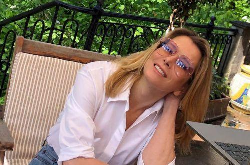 Юлия Высоцкая показала жаркое фото в новом купальнике