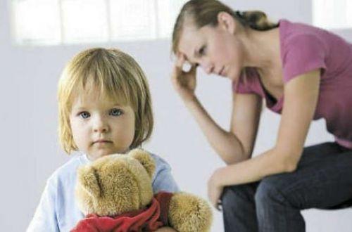 Скандал: у матерей-одиночек требуют вернуть полученную на детей помощь
