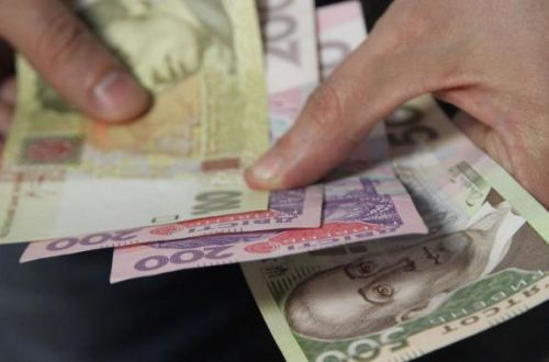 Бюджетников порадовали повышением зарплаты: с чем это связано
