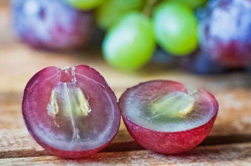 Можно ли есть виноград с косточками: что говорят врачи