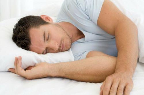 Медики подсказали, на каком боку лучше всего спать