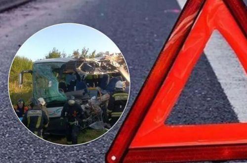 В России пассажирский автобус столкнулся с грузовиком: много погибших