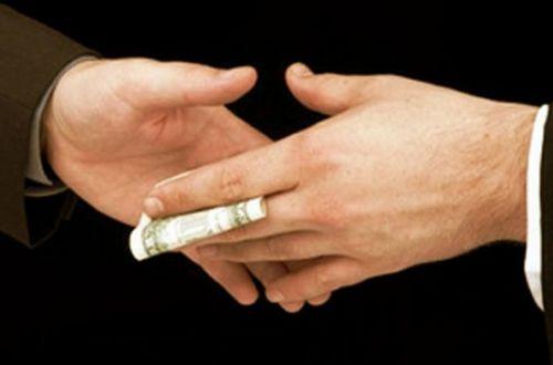 Подкуп избирателей: кандидаты дают по 1000 гривен