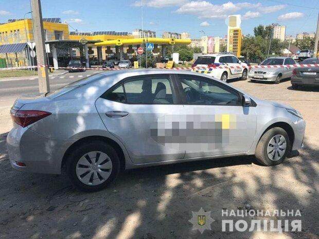 В Киеве беременная зарезала таксиста, пока ее муж его душил