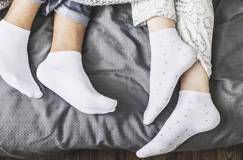 Как белые носки сделать снова белоснежными: самые надежные способы