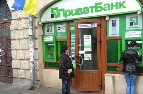 Скандал клиентов с ПриватБанком: банкомат съедает деньги, которые никто не возвращат