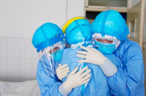 """Строительные очки и непригодные халаты: как """"экипировали"""" врачей в Николаеве"""