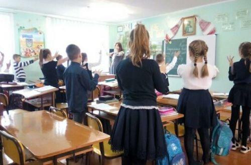 У Раді хочуть заборонити смартфони у школах