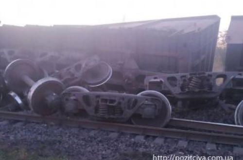 ЧП на железной дороге в Кривом Роге: грузовой поезд сошел с рельсов