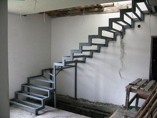 Купить качественный металлический каркас лестницы