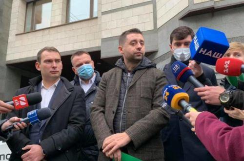 Нардепи принесли до КСУ заяву з пропозицією суддям піти у відставку