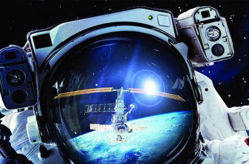 Редкие кадры: МКС запечатлели на фоне Солнца и Луны