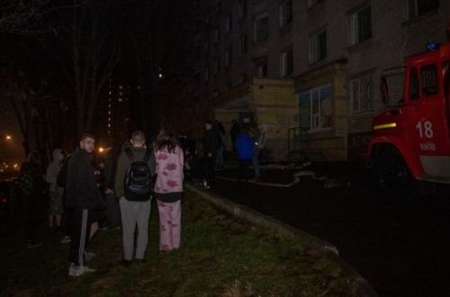 В Киеве горело общежитие НАУ: эвакуировали 120 человек ФОТО