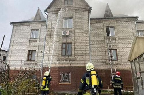 Масштабный пожар в Киеве: огнем охвачен трехэтажный дом, ситуация ухудшается