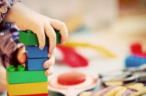 Жесткий локдаун, детсады и школы: отправлять ли на карантин детей