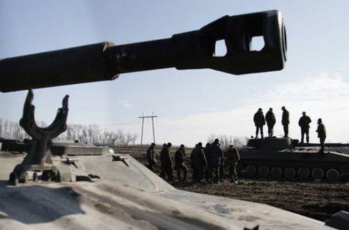 Разведка засекла «нездоровое» движение на Донбассе: боевики стягивают артиллерию и танки к передовой
