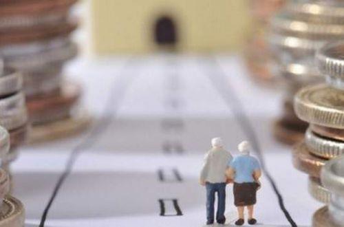 Накопительная пенсия: украинцев обяжут откладывать на старость раньше, чем планировалось