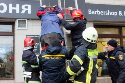 В Хмельницком во время пожара в ТЦ эвакуировали более 20 человек