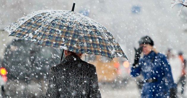 Мокрый снег и дождь: неприятные ощущения усилит штормовой ветер