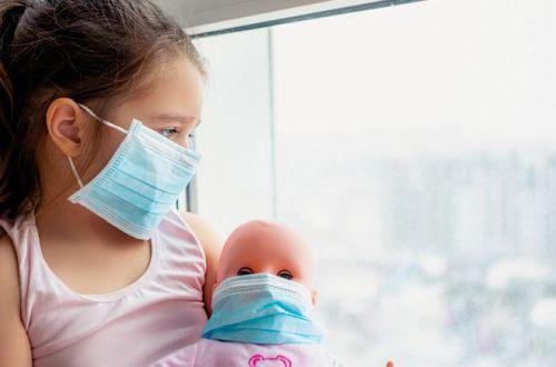 Дети в опасности: что медики узнали о новом штамме коронавируса из Британии