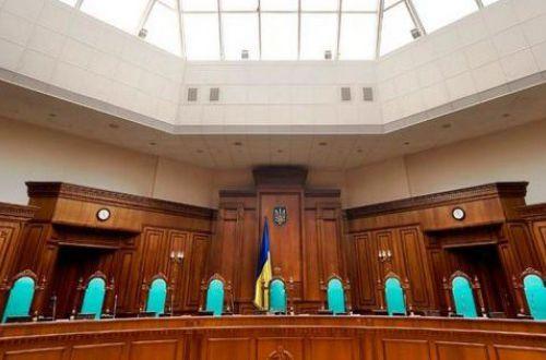"""Отстранение - это не увольнение: КСУ сошелся """"в рукопашном бою"""" с Зеленским"""