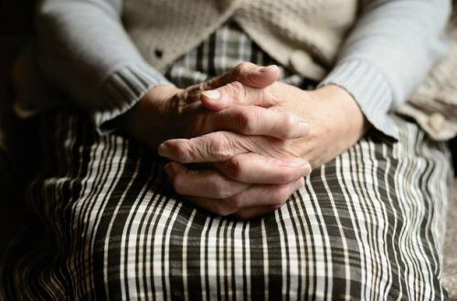 Пенсионерам повысят выплаты с 1 января: кого это коснется