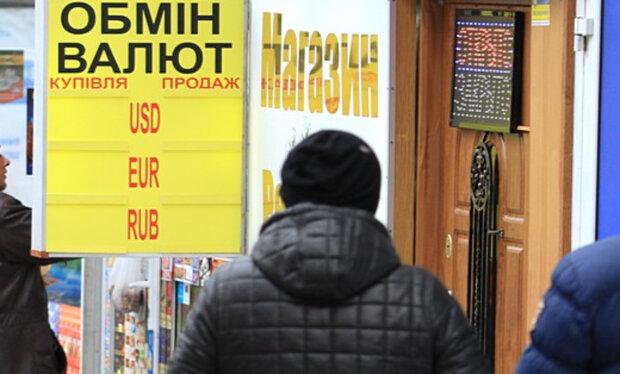 Доллар может обвалиться в ближайшее время, украинцам рассказали о новом курсе