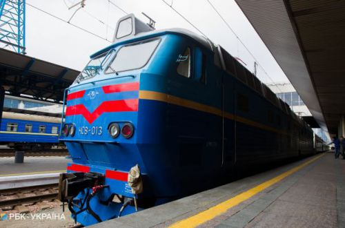 Вся постель мокрая: Укрзализныця угодила в скандал из-за условий в поезде